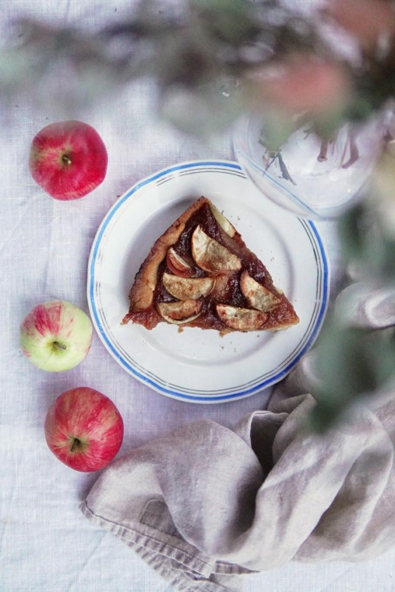 Nopeasti valmistuva omenapiirakka