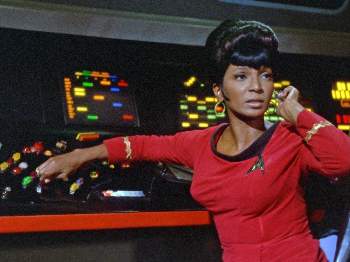 Nichelle Nichols como Uhura, em Jornada das Estrelas