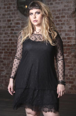 Look com transparência Plus Size