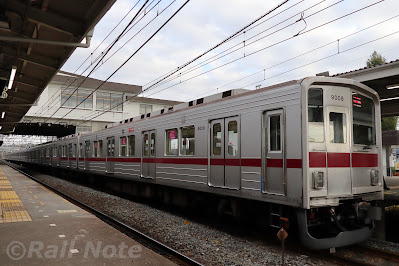 森林公園駅に停車中の東武9000系9108F回送
