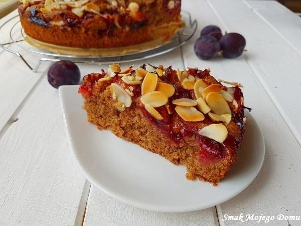 Migdałowo - cynamonowe ciasto ze śliwkami