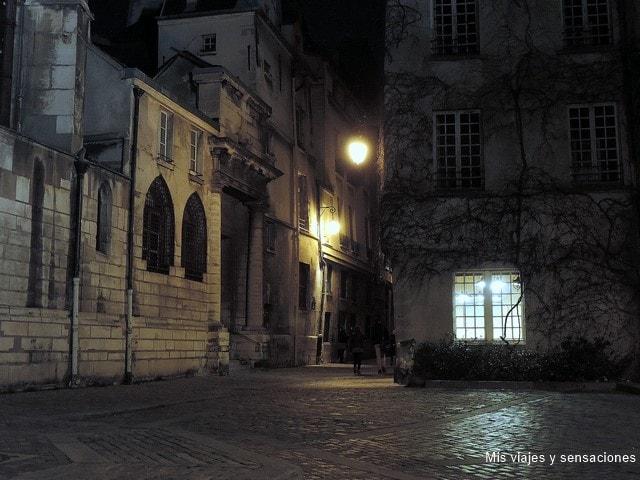 París de Noche. Bonito rincón en la Rue des Barres