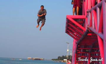 menikmati wista bahari di sekitar jembatan cinta pulau tidung