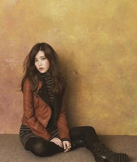 Gaya Rambut Keriting Panjang Artis Korea UI