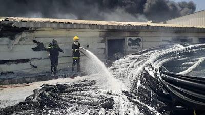 """حريق كبير اندلع داخل شركة """"رونق الجزيرة"""" للصناعات البلاستيكية في ناحية جديدة الشط في ديالى"""