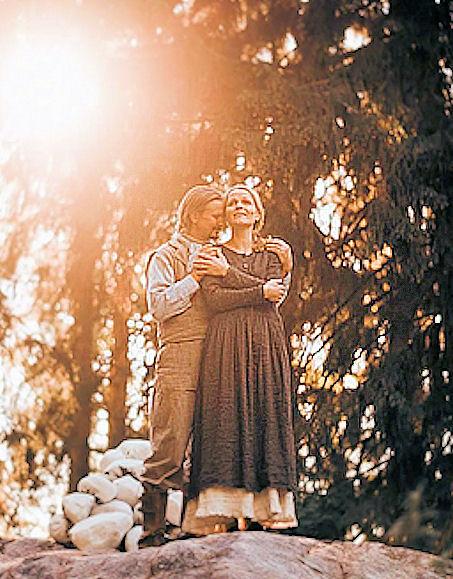 Kuvassa näytelmän pääesiintyjät Maija ja Janne