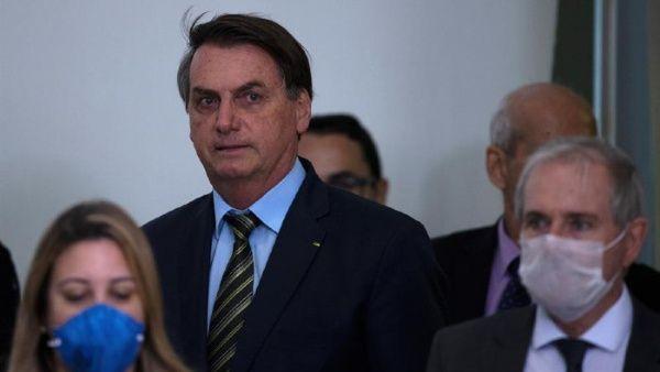 """Bolsonaro llama """"gripecita"""" a la Covid-19 y Dilma lo confronta"""