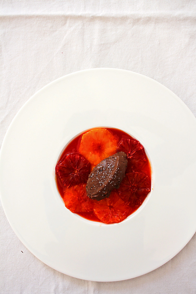 Mousse au Chocolat nach Wolfram Siebeck mit Blutorangen, mariniert im eigenen Sirup | Arthurs Tochter kocht. Der Blog für Food, Wine, Travel & Love von Astrid Paul