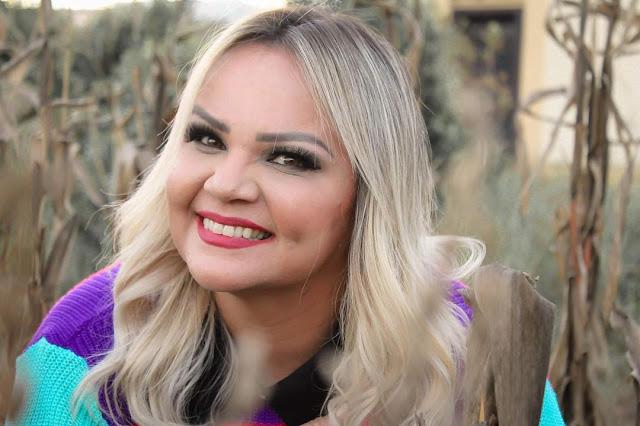 Cantora gospel Amanda Ferrari, diz ser ameaçada ex-marido