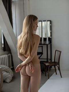 赤裸的黑发 - Ira-Dyakonova-by-Maksim-Stapski.jpg
