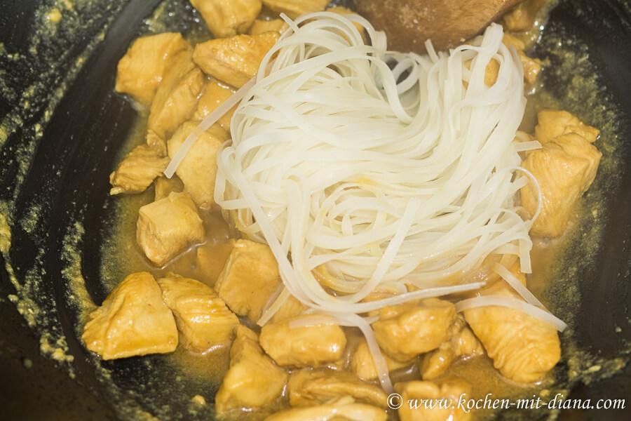 Hühnerfleisch mit Orangensauce – Nudeln dazugeben