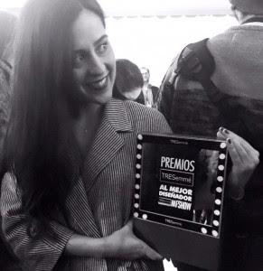 Mónica Cordera con el Premio TRESemmé a la mejor diseñadora