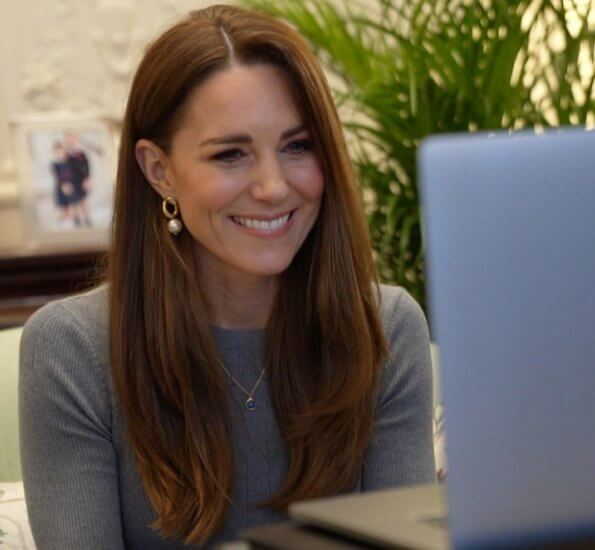 Kate Middleton wore a new fine ribbed knit top from Alexander McQueen, pearl curb chain earrings from Simone Rocha