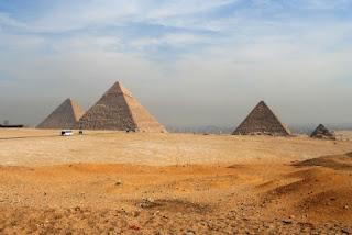 1. Piramida Giza