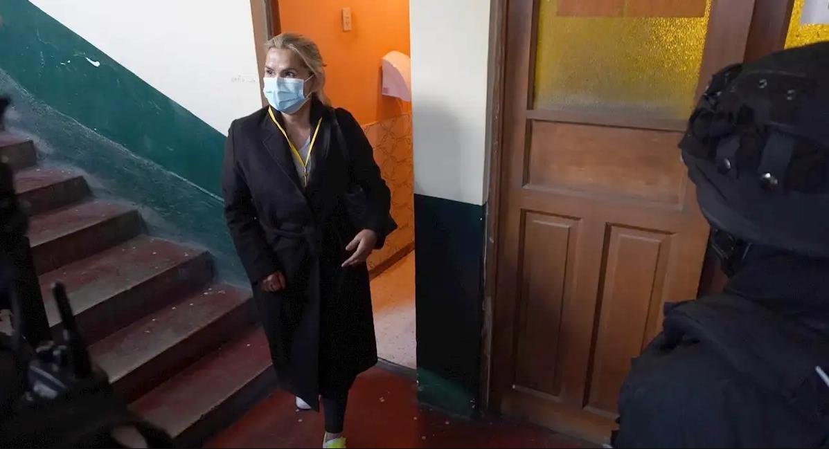 Áñez fue trasladada a la FELCC de La Paz la madrugada del sábado 13 de marzo / EFE