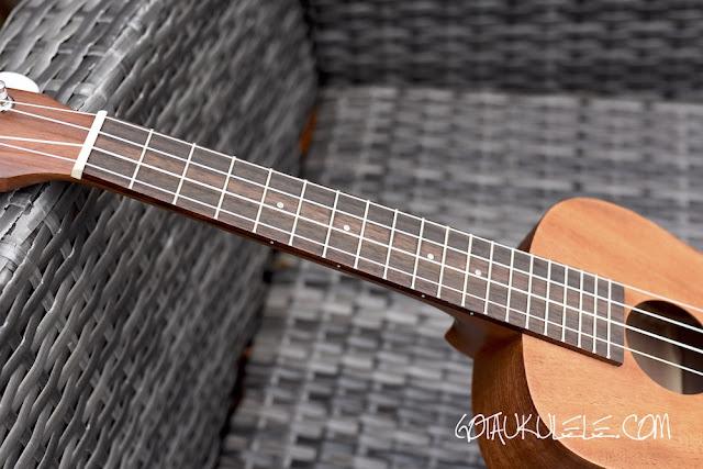 Laka VUC50EA Ukulele fingerboard