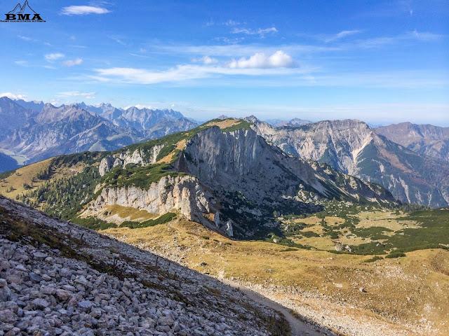 steinernes tor und Klobenjoch im hintergrund karwendel Gipfel