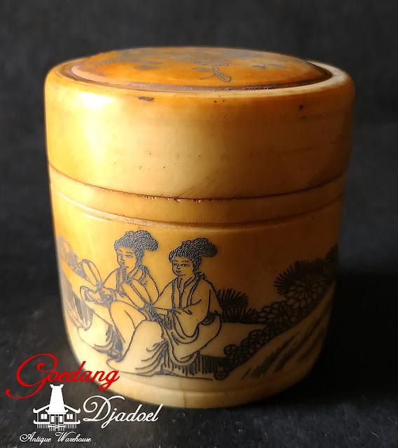 botol antik oriental