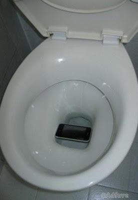 Glück und Pech - Handy in Toilette gefallen