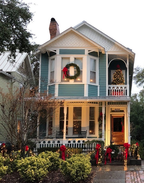 Wilmington North Carolina -- historic house, ready for Christmas