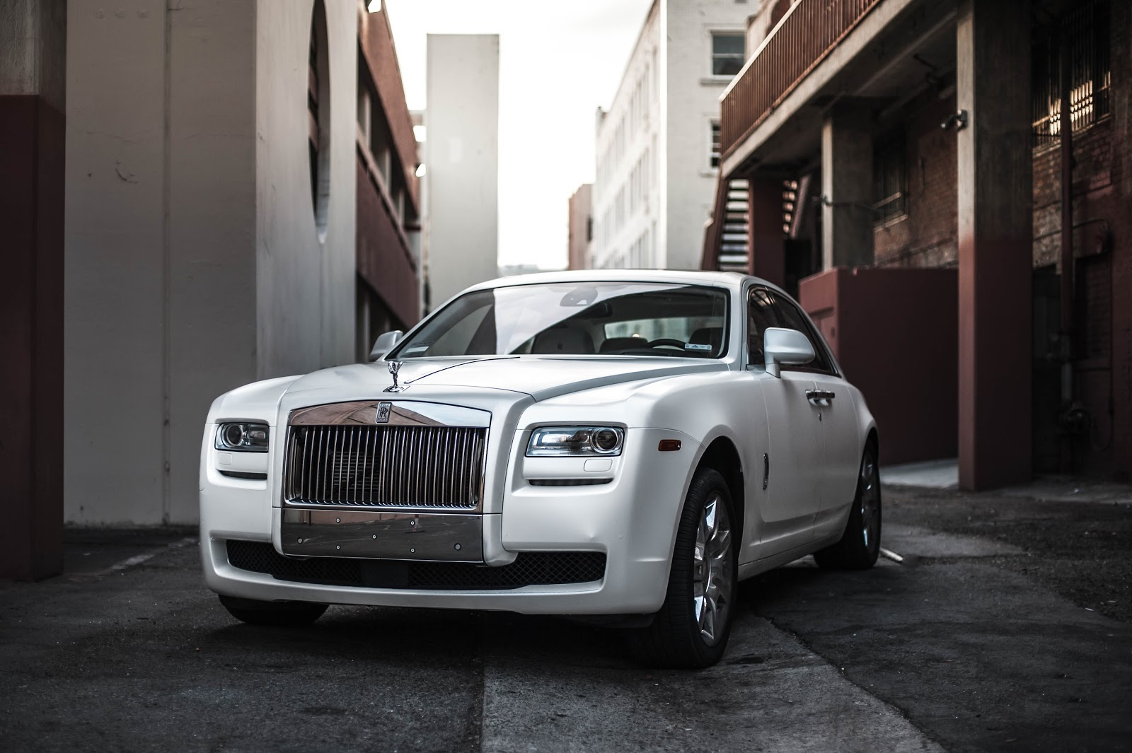 photo-of-white-rolls-royce-ghost-parked-in-an-alley-car-images