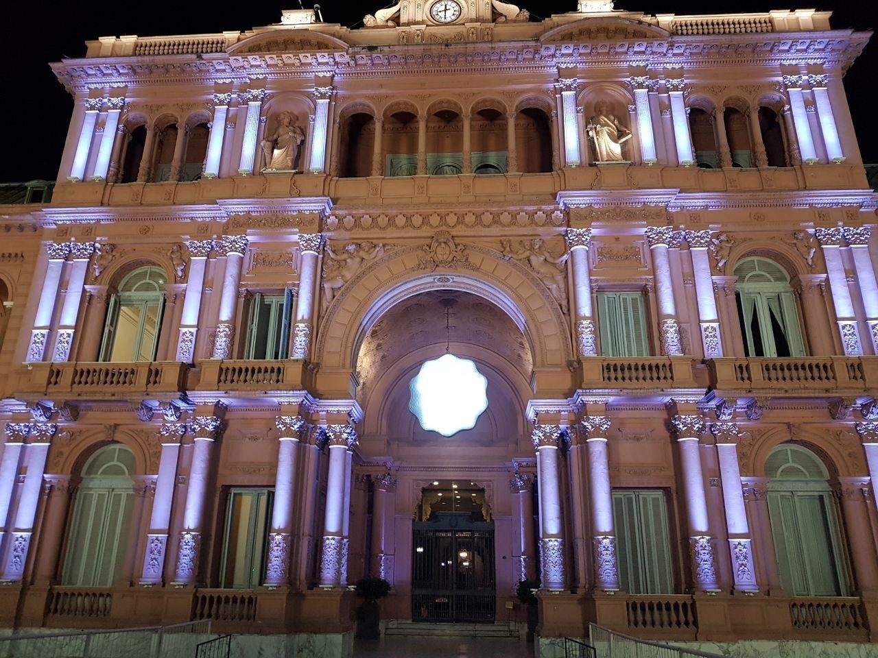 La casa de gobierno brilla con iluminaci n led malalamagna for La casa del led