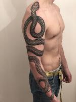 татуировка змеи на всю руку