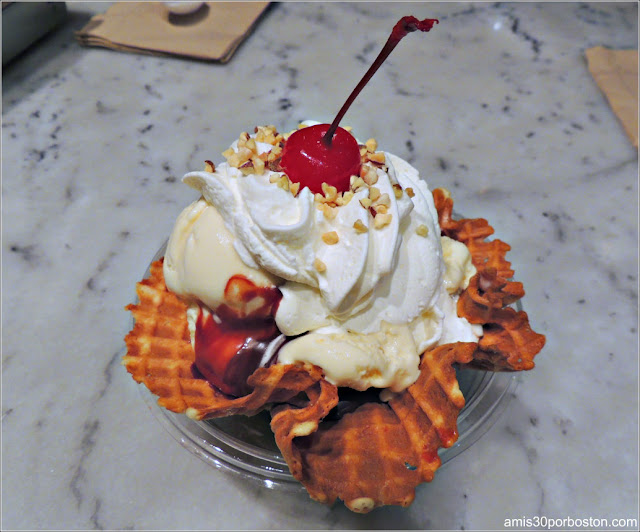 Hot Fudge Sundae with Chocolate Waffle Bowl de Ghirardelli en San Francisco