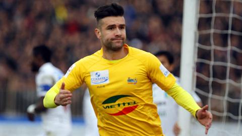 Trung vệ Van Bakel trong màu áo câu lạc bộ Thanh Hóa