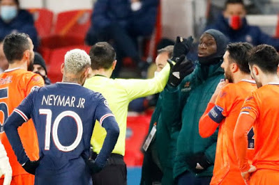 تأجيل مباراة باريس سان جيرمان وباشاك شهير بسبب عنصرية الحكم الرابع