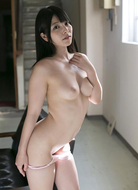 Pose seksi Ai Uehara saat telanjang