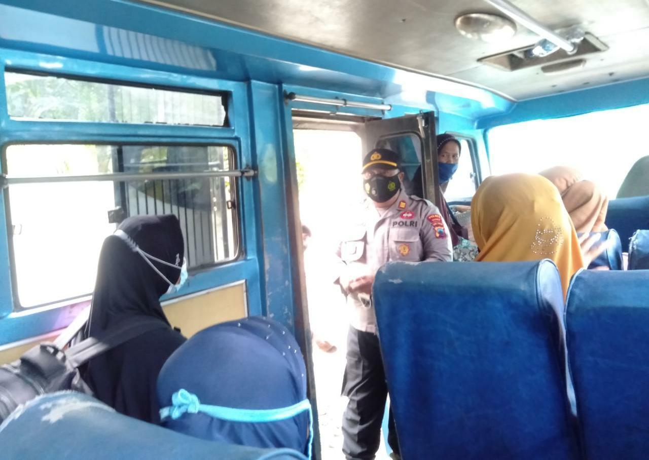 Masker Gratis untuk Sopir Angkutan di Rowokele, 10 Pemuda Terjaring Operasi Yustisi di Sadang