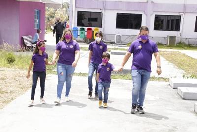 Em Paulista, Padilha chega para votar acompanhado da esposa e dos filhos