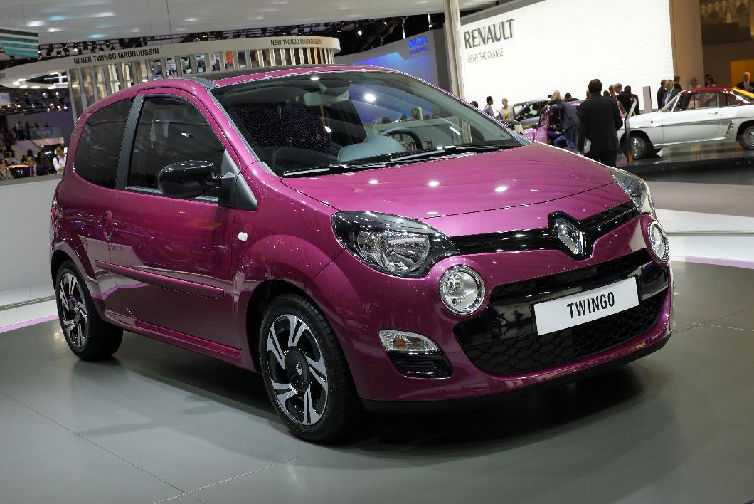 frankfurt 2011 renault 39 s stand with the new twingo 2012 car. Black Bedroom Furniture Sets. Home Design Ideas