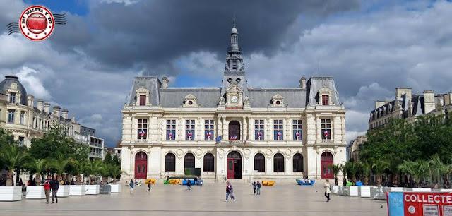 Poitiers - Plaza del Ayuntamiento