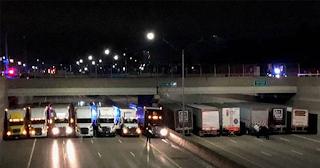 Φορτηγά πάρκαραν κάτω από γέφυρα και σταμάτησαν άντρα από αυτοκτονία
