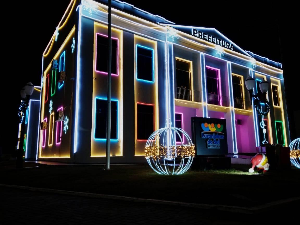 Luzes do Natal Iluminado encantam os Laranjeirenses, acendimento da luzes foi neste sábado