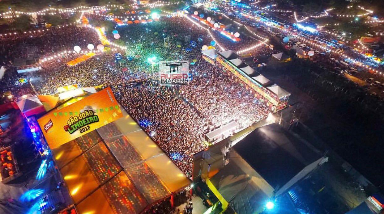 950549aaca Não foi novidade o aconteceu em Limoeiro-PE na noite de quinta-feira(29).  Gerou-se uma grande expectativa para o encerramento dos festejos juninos no  ...