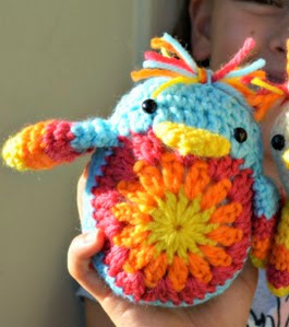 http://translate.google.es/translate?hl=es&sl=en&tl=es&u=http%3A%2F%2Fthegreendragonfly.wordpress.com%2F2014%2F04%2F18%2Fcheep-cheep-the-crochet-chick%2F