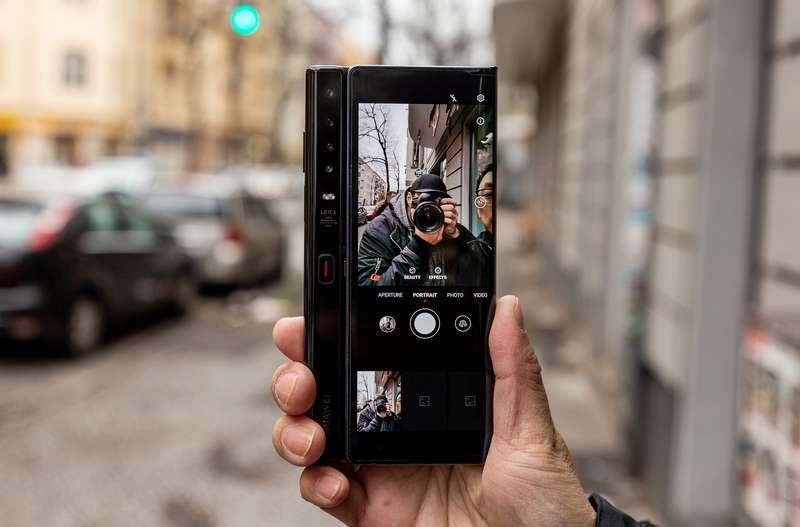 Selfie dengan Huawei Mate Xs (androidpit.com)