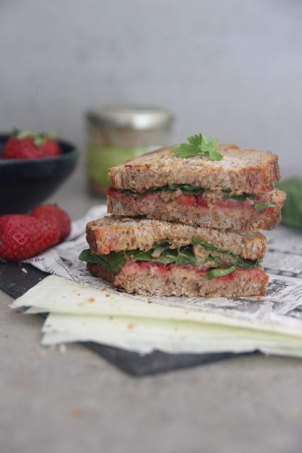 Cuillère et saladier : Sandwich grillé fraises-tapenade-blettes
