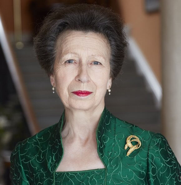 Princess Anne, the only daughter of Queen Elizabeth, celebrates her 70th birthday. Princess Anne wore a outfit. gold brooch