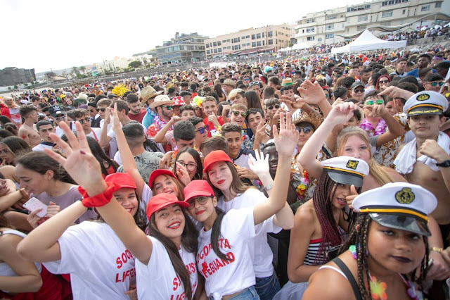 FOTO%2BARCHIVO%2BCARNAVAL%2BDE%2BD%25C3%258DA - Fuerteventura.- Carnaval de Puerto del Rosario : Concurso Insular de Murgas, Cabalgata, Achipencos, Carnaval de Día y Entierro de la Sardina con buen tiempo y muchas ganas
