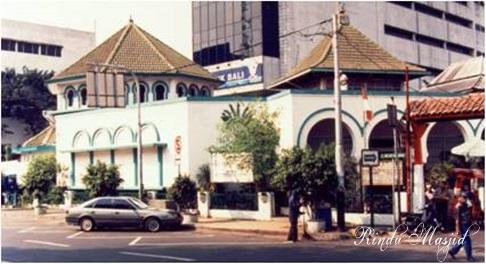 Sudah 14 Hari 144 Jamaah Tablig Diisolasi di Masjid Jami Kebun Jeruk dan Dijaga Ketat Polisi dan TNI