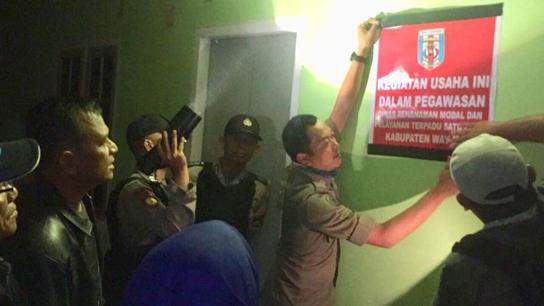 Diduga Tak Berizin, SatPol PP Waykanan Segel Tempat hiburan Unang Lupo