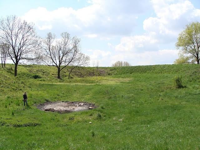 Wczesnośredniowieczne piastowskie grodzisko pierścieniowate w Moraczewie