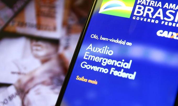 Governo anuncia que auxílio emergencial passará a ser de R$ 300 até dezembro