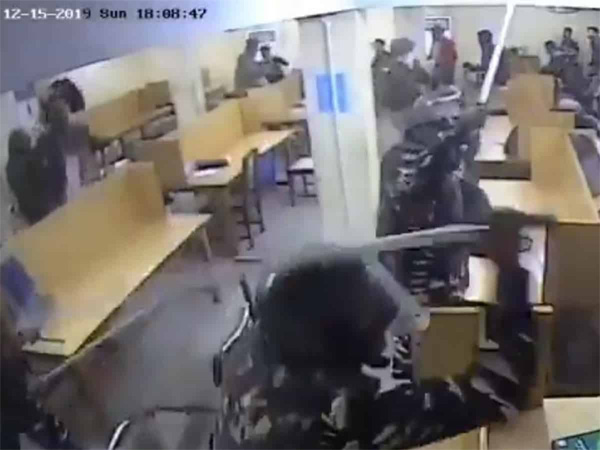 Jamia students release CCTV footage of police brutality, New Delhi, News, Protesters, Students, CCTV, Terrorists, Clash, Students, Allegation, Video, Probe, National.
