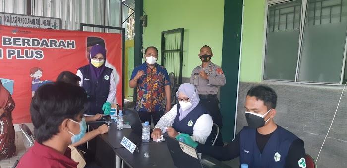 M. Akyas Monitoring Vaksinasi di Puskesmas Karang Anyar