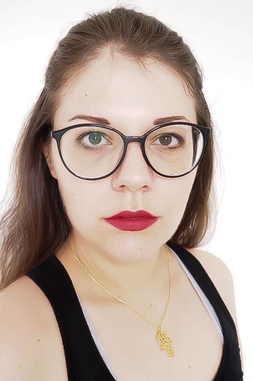 How to do your make-up with glasses